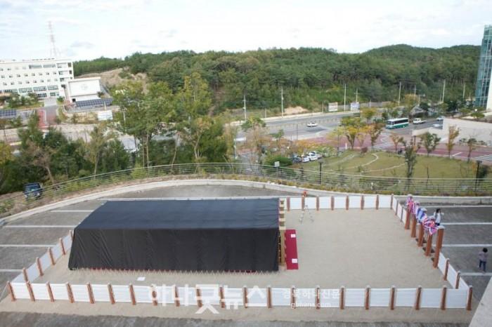 사진1 ▲기쁨의교회 야외광장에 실제 크기로 재현된 성막.jpg