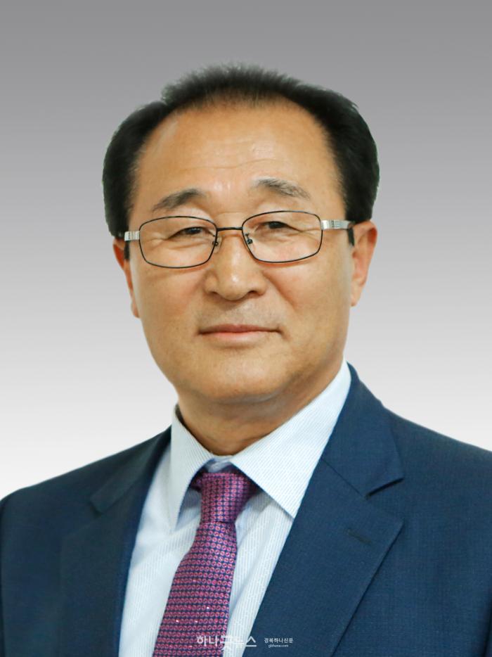 윤장로님사진(배경,사이즈줄임).png