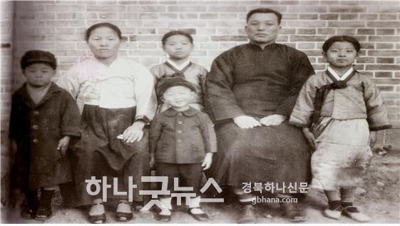일괄편집_이대영 목사 가족.jpg