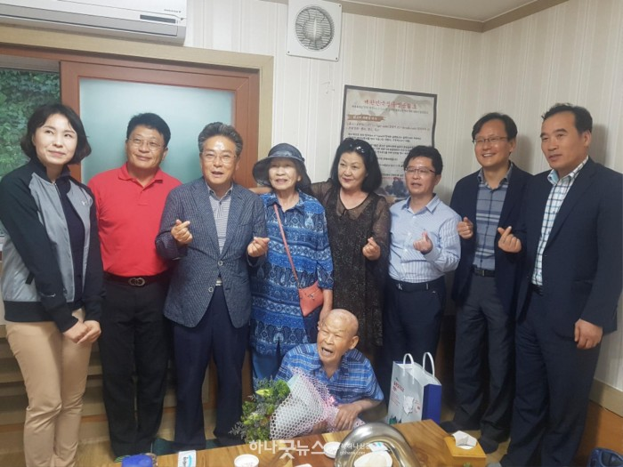 보도자료(울릉군 100세 관광객 방문 환영 인사) (1).jpg