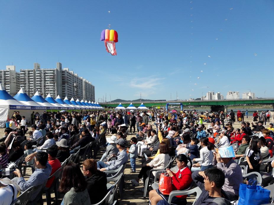 제16회 포항사랑 연날리기 한마당 축제, 1만여 명 참여 성료
