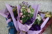 예방적 코호트 격리시설에 꽃다발 전달로 「꽃 생활문화운동」 실천